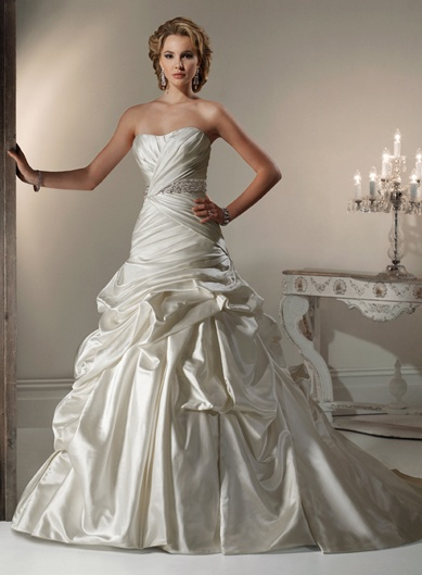 Sweetheart Ball Gown Beading Satin bridal gown