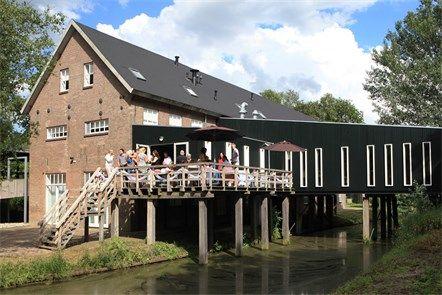 Hampshire Zuid Drenthe De Fijnfabriek was ooit een turfstrooiselfabriek, dit bouwwerk is nog de enige fabriek van dit type in ons land. Bij Erica, Emmen