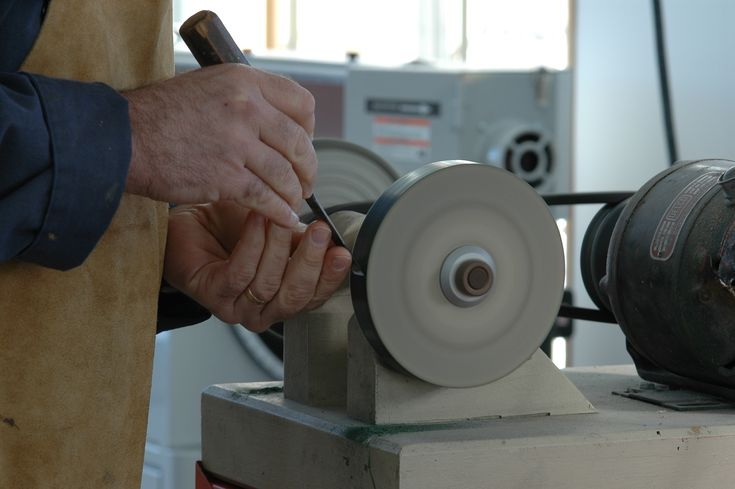 Are you sharpening hand tools with oil or water stones? Steve Maxwell has a better, faster way.