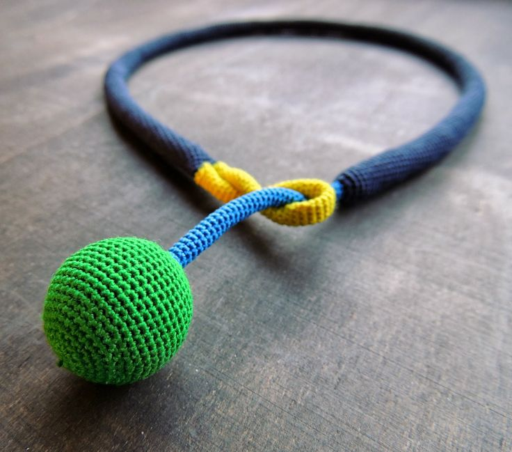 colorblock crochet necklace to wear in various ways