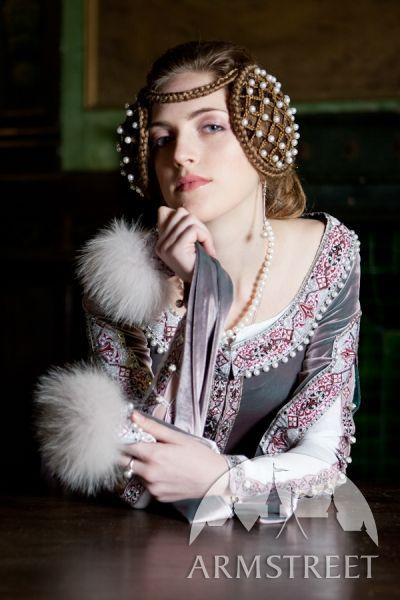 L'encolure « Lady Rowena » robe de velours exclusive médiévale brodée d'ArmStreet
