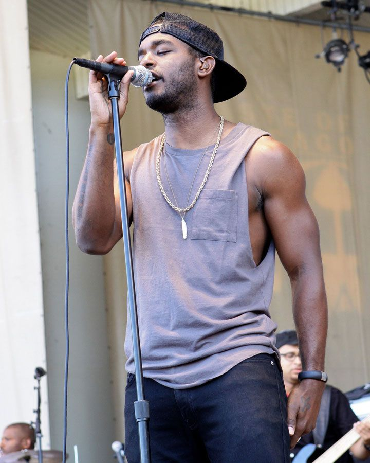 Look at those arms! Luke James. http://www.cosmopolitan.com/celebrity/news/ladyboner-luke-james
