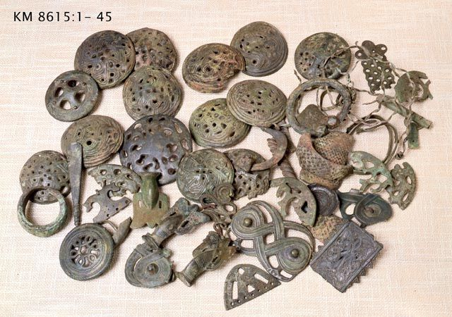 These Finnish broaches are reminiscent of another Middle Earth culture. The aesthetic looks like that of the Rohirrim.