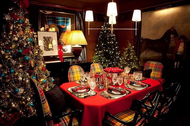.: Christmas Dinners, Dining Rooms Chairs, Decor Christmas Trees, Christmas Style, Wood Design, Tartan Plaid, Tartan Christmas, Holidays Decor, Christmas Decor