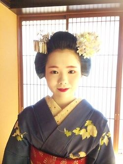 Gion Matsuri 2014: maiko Umechie wearing the Katsuyama hairstyle for the first time in her life! (SOURCE):