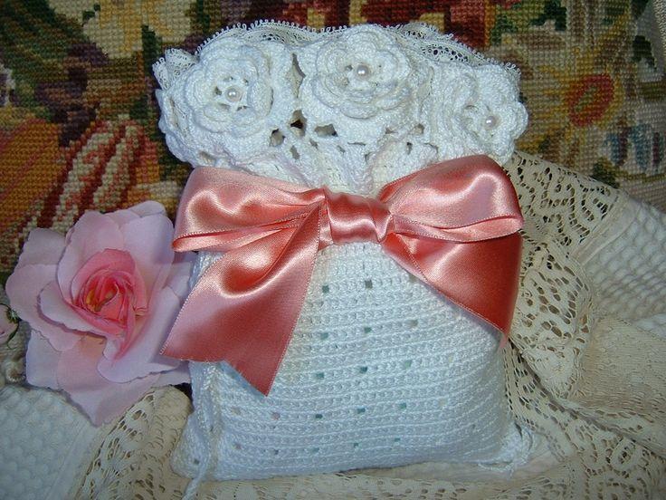Sacchetto porta dolcetti all'uncinetto con le rose d'Irlanda. Accessorio romantico in pizzo crochet. Regalo shabby chic : Accessori casa di i-pizzi-di-anto