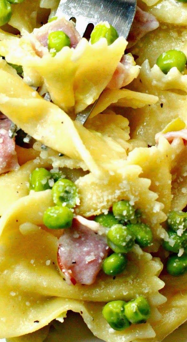 Pasta panna prosciutto e piselli ,pasta with ham Peas ,cream and parmigiano reggiano