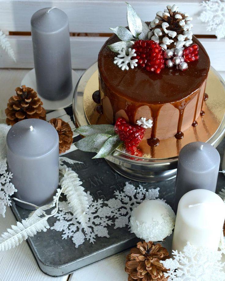 Торт Нимфа - шоколадный сочный бисквит, клубничный мусс и заварной крем. Покрытие - шоколадный крем и шоколадная глазурь Автор рецепта - @olya_bo_s и @bobakery_cafe