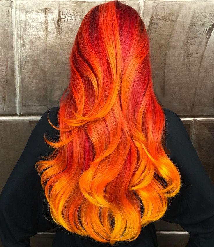 Chica con el cabello rojo y naranja