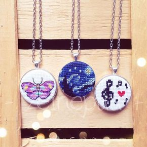 Zeinepuu: Haftanın kanaviçe kolye ve rozetleri ♥