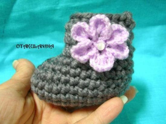 Botitas realizadas en crochet a mano, en lana hipoalergénica lavable en lavadora automática (30º max.) ... Muchas más cositas para tu bebé en... https://www.facebook.com/otakulandia.es