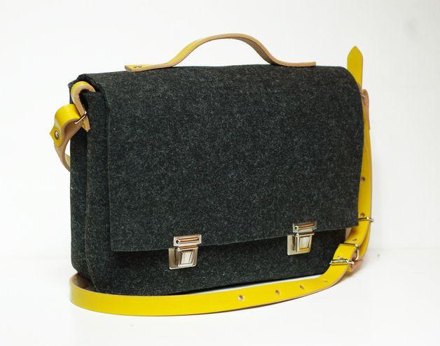 sac à main, en feutre et cuir, de taille moyenne, parfait pour le travail ou pour une promenade.   Dimensions: 27 x 20 x 8 cm sangle réglable jusqu'à 145 cm   poche pour téléphone ou petits objets à