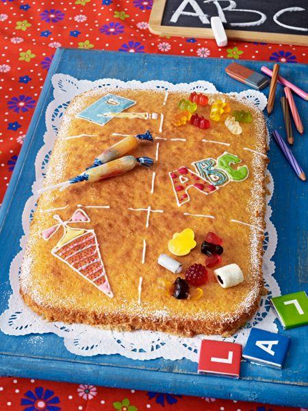 Kinder lieben Kuchen - dieser wunderschön verzierte Fantakuchen darf bei der Einschulung nicht fehlen. So lecker kann Schule sein.Wir