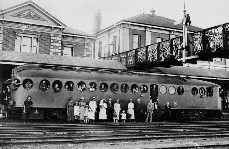 Picture of / about 'Toowoomba' Queensland - Train carriage at Toowoomba Railway Station, ca. 1923