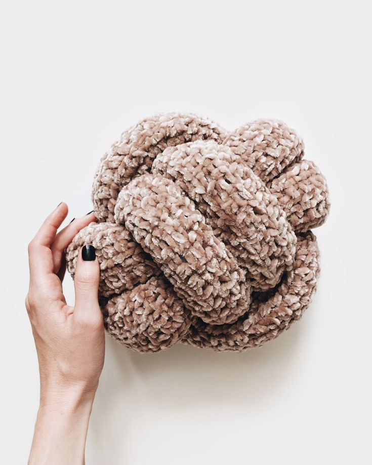 DIY Crochet Knot Pillow