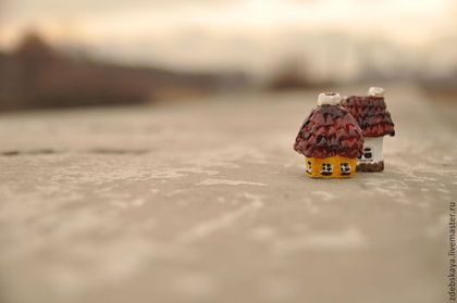 Село . Для Марии. - бордовый,дом,домик,домики,крыши,сувенир,глина,акрил