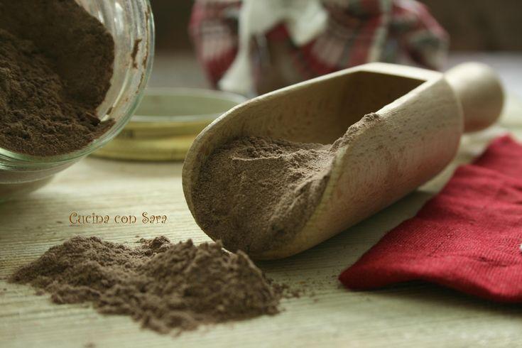 Preparato per cioccolata calda in tazza.La cioccolata calda è un must nelle fredde giornate invernali.