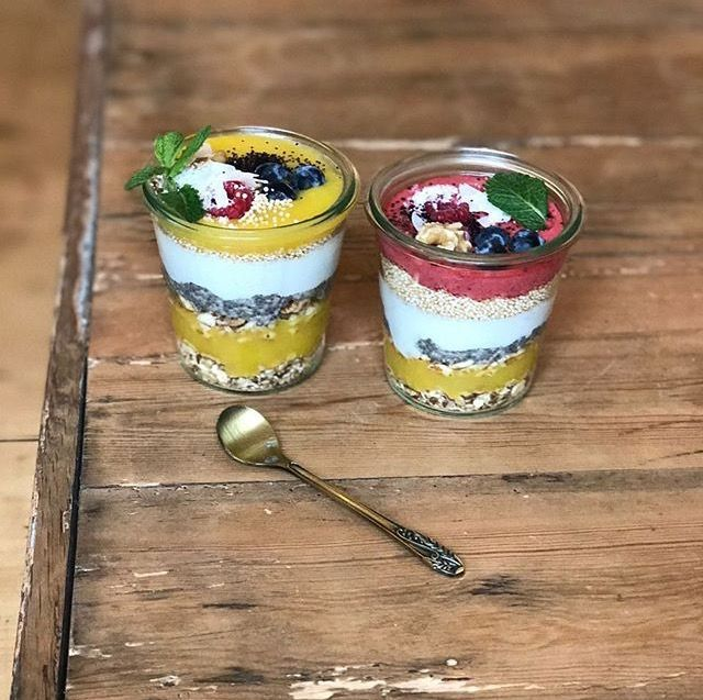 #Fresh #Handmade #fruitcups #im_glueck #Frankfurt #Nordend #superfood #fruitpots #coffeeshop #delicious #cotd #mango #healthy #breakfast #strawberry #chia