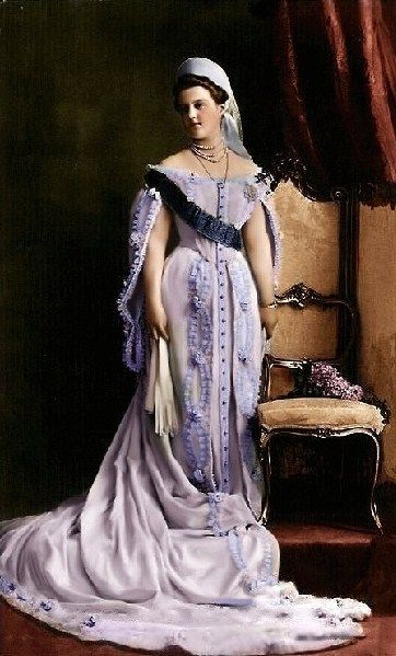 Russian court dress. Grand Duchess Maria Pavlovna the Younger (1890 – 1958). Photo: c. 1908, detail, digital colouring. Granddaughter of Alexander II, cousin of Nicholas II. Married Prince Wilhelm of Sweden. #history #Russia #court_dress #Romanov