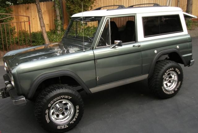 Reminds me of the one my brother in law had many moons ago! Ford Bronco - 1968 - It's beautiful