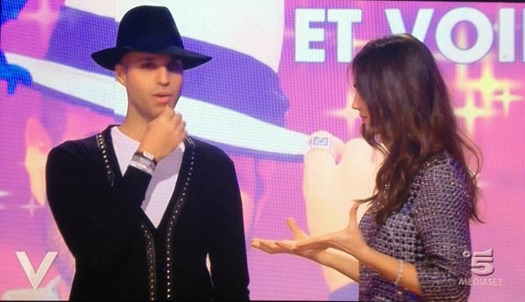 "Jonathan indossa xlo+ nella trasmissione ""Verissimo"""