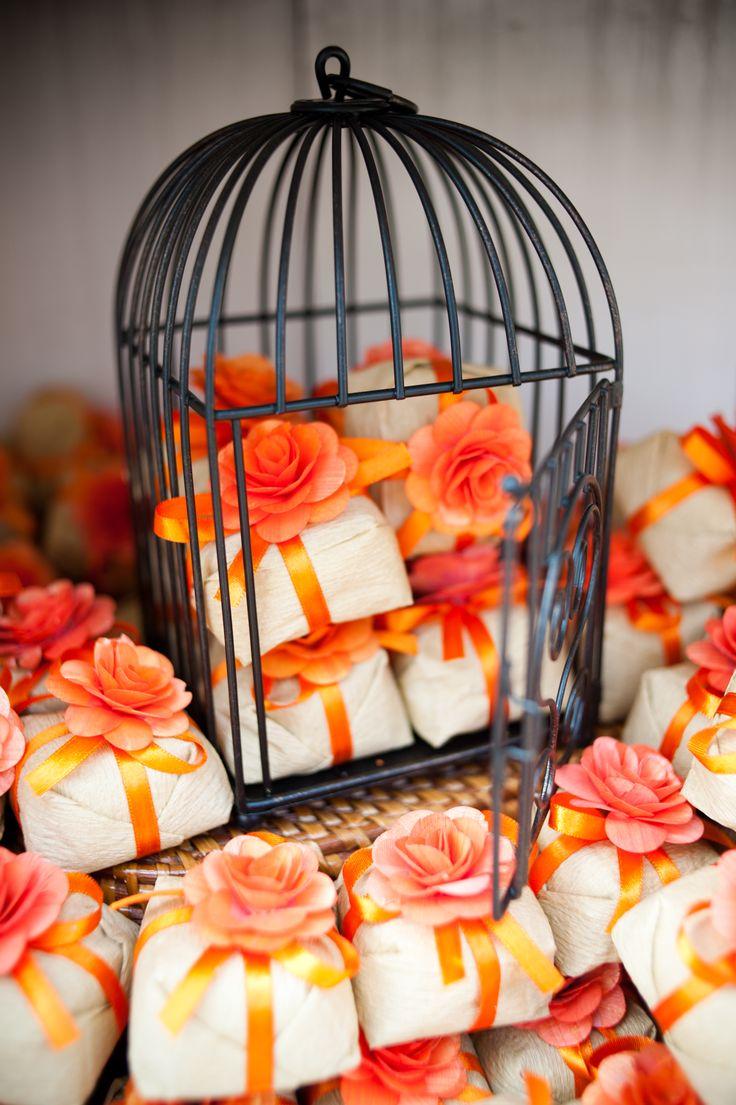 Gaiola usada com bem casados - Decoração - Foto Aline Machado decoração laranja - orange decor wedding