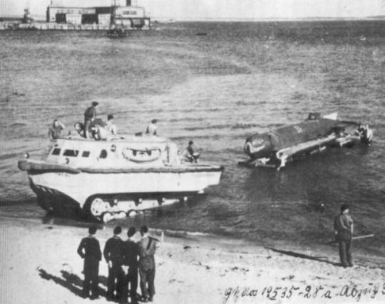 The German tracked amphibious tractor Landwasserschlepper (LWS),towing a special trailer with midget submarine.