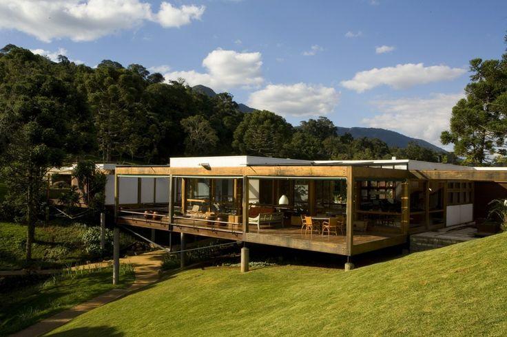 Projeto: Casa Grelha  Arquitetos: Fernando Forte, Lourenço Gimenes, Rodrigo Marcondes Ferraz (FMGF) Local: São José Dos Campos, SP, 2005