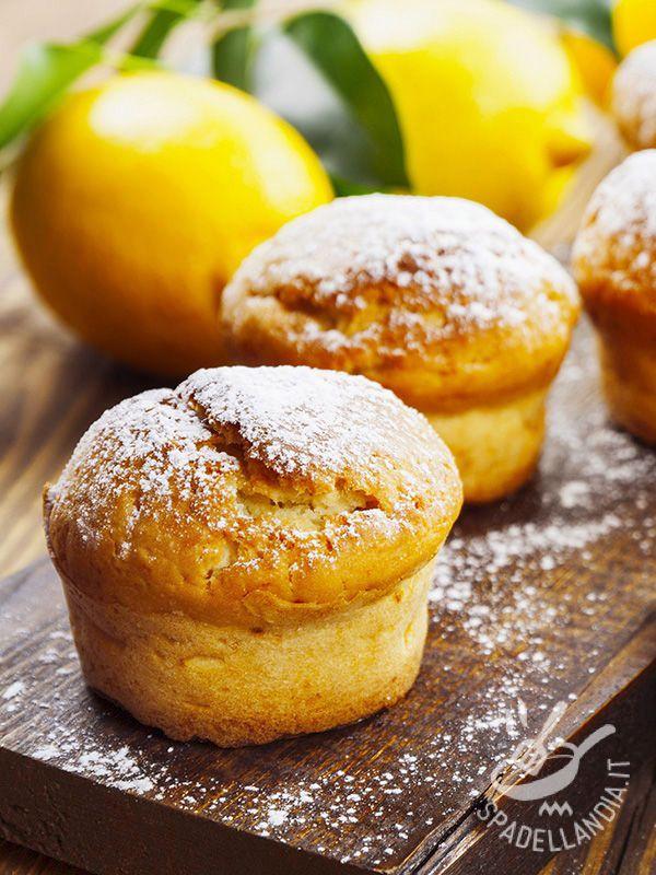 Lemon Muffins - Seguite le nostre indicazioni per preparare dei Muffins al limone davvero irresistibili. Delicati, raffinati e semplici, conquisteranno tutti!