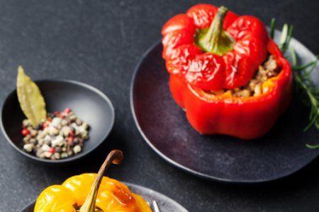 """In der Aktionswoche """"kostbare Lebensmittel"""" stellt der Katholische Familienverband ein Rezept für gefüllte Paprika zur Verfügung."""