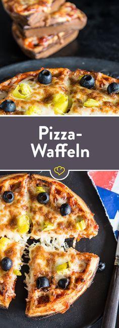 Du magst Pizza und du magst Waffeln? Dann wirst du diese Pizza-Waffeln lieben! Herzhafter fluffiger Boden aus dem Waffeleisen und leckerer Tomaten-Mozzarella-Belag bringen eine perfekte Kombi auf deinen Teller – für grenzenlosen Genuss!