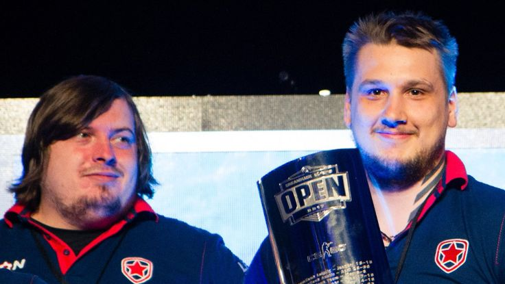 Get yourself a girl who looks at you the same way Dosia looks at Zeus