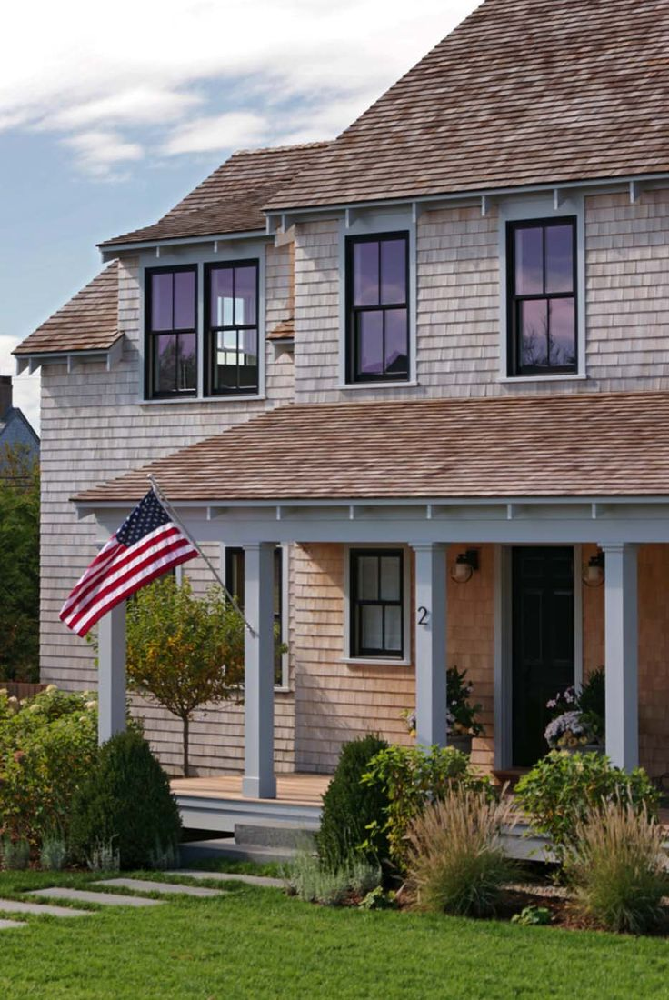 A nautically-inspired Nantucket beach cottage getaway