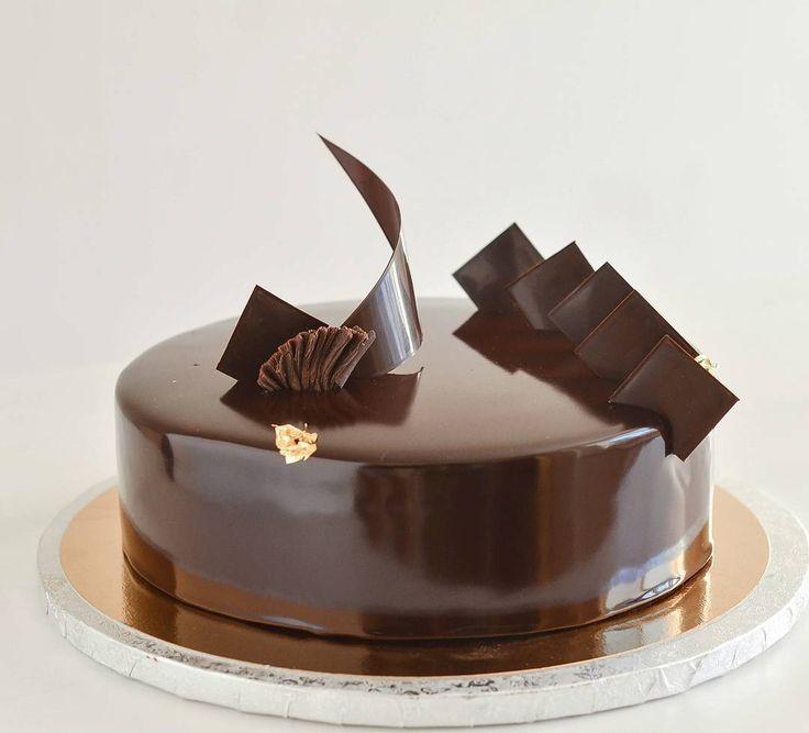 Вот уже в третий раз для одной и той же семьи повторяю этот торт от Hidemi Sugino... Сегодня он для мужчины на ДР... Шоколадный бисквит джоконда,фисташковый бисквит,шоколадный мусс,фисташковый мусс,малиновый джем (заменила на малиновый мармелад),шоколадная глазурь #pastry#pastryartru #pastry_inspiration #patissier #entremet #beautiful #beautifulcake #cake#gateau #foodfotography#chefstalk #food#instafood #chocolate #chocolatejewels #cacaobarry #callebaut #barnaul #brn#барнаул