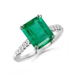 El anillo con esmeralda y diamantes ANTIOQUIA es una exclusiva joya con una esmeralda de 2,50 quilates y diamantes de 0,30 quilates en los brazos de la montura.    Este espectacular anillo de piedras preciosas centra todo el protagonismo en la esmeralda central, que por su gran tamaño puede considerarse como un modelo perfecto de anillo de compromiso o de aniversario. Puedes adquirirlo en www.joyeriaydiamantes.com