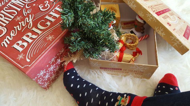 . Nadege Dzidéesdenana a le blues de Noël... Dur dur de ranger sa déco ! #boîtes #babou 4€ et 5€ #chaussettes 3€