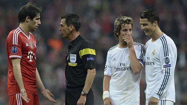 El entrenador del Chelsea, José Mourinho, afirmó hoy que no está de acuerdo en que el Real Madrid y el Bayern Munich sean los favoritos para ganar la Champions League, al mismo tiempo que señaló que en esta competición suelen darse muchas sorpresas. Feb 16, 2015.