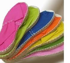 Zapatillas de esparto. Se siguen fabricando y aún las llevo!   Las azul clarito que me compraron, allá por los 80, fueron todo un éxito!