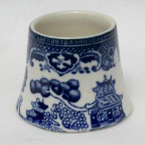 Vintage-vieux-saule-pottery-egg-cup-forme-inhabituelle-made-in-england-bleu-blanc