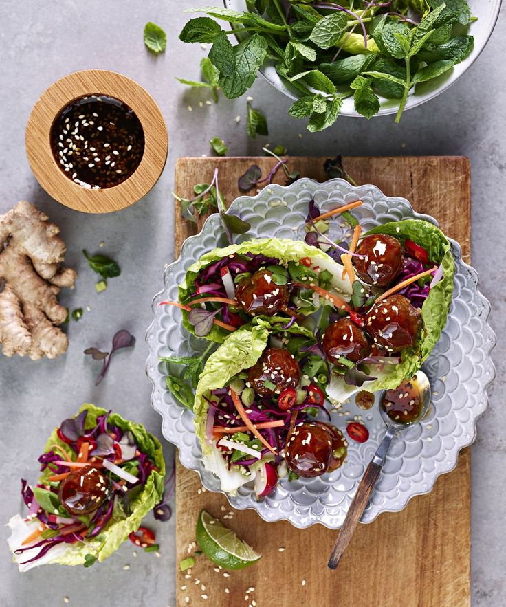 Teriyaki-lihapullat salaattikupeissa | Soppa365