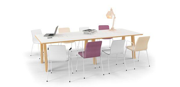 EFG Collaborate et resultat av tett samarbeid mellom EFG og interiørarkitekt. Designet på bordet er inspirert av en utvikling vi gjorde for en kunde i forbindelse med et stort prosjekt. Bordet er designet for å fungere både som møtebord og prosjektbord, fordi prosjektarbeid og samarbeid er stadig viktigere aktiviteter i hverdagen, og kontoret må tilpasses de måter vi arbeider på. Den robuste trebordet signaliserer varme og bidrar til en fin og innbydende atmosfære.