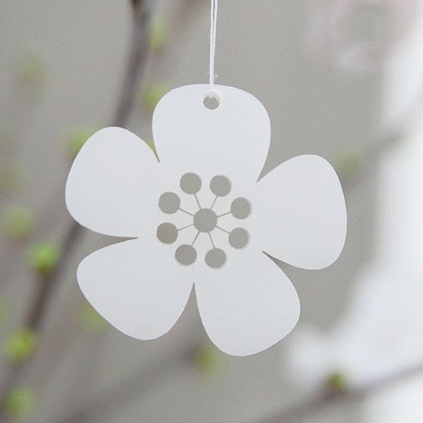 5 White Flowers - in lasercut acrylic by Spagat on Etsy
