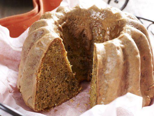 Der Geschmack des Kürbis erlaubt es, ihn süß und salzig zu interpretieren. Warum also nicht als saftigen Gugelhupf?