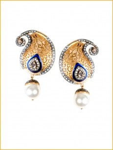 Golden filigree earrings with enamelling and pearl drop