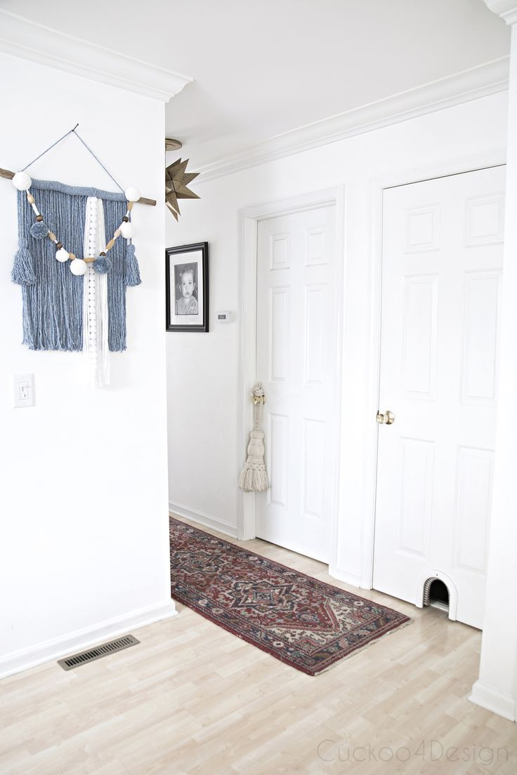 simple hallway decor with yarn art, big tassel, antique rug and Moravian star pendant