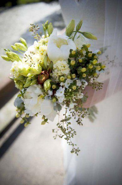 Classic Bouquets. @grace_ormonde @wedding_style