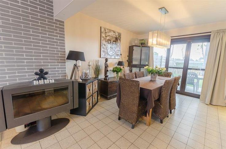 Petit-Enghien: Maison 155m², 3 ch, jard, garage, drt réduits - 200.000€ - Rue Vital Langhendries 34, 7850 PETIT ENGHIEN - Petit-Enghien : Maison de 155m², 3 chambres, jardin et garage. DROITS D'ENREGISTREMENT RÉDUITS... Sauf offre supérieure... PRESTimmo vous propose une charmante maison située dans une impasse, se trouvant proche de toutes les facilités : à 2 minutes à pied de l'école primaire Saint-Sauveur de Petit-Enghien, à 3 minutes à pied de différentes lignes de bus, à 3,7km de la…