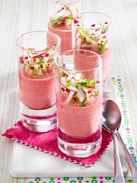 Köstlicher Appetizer für Gäste: Rote-Bete-Radieschen-Sahne aus dem Gläschen