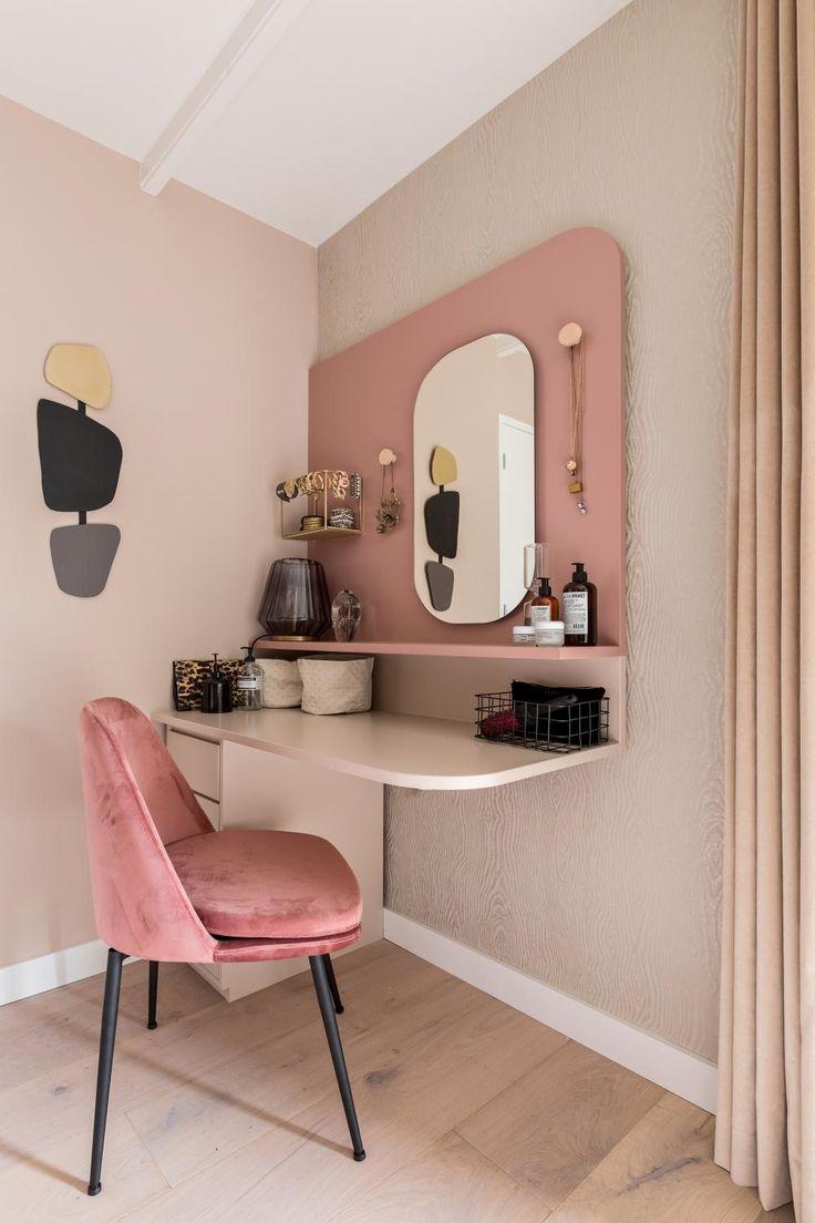 Van saaie ruimte naar roze slaapkamer met luxe hotelgevoel – Eigen Huis en Tuin