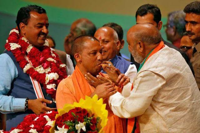 Hindu radikal pimpin daerah terpadat India  Yogi Adityanath (tengah) menjadi menteri pemerintahan daerah Uttar Pradesh  Perdana Menteri Narendra Modi dan partainya menunjuk tokoh Hindu garis keras Yogi Adityanath untuk memimpin negara bagian berpenduduk terpadat di India. Populasi daerah ini sekitar 199 juta jiwa dengan jumlah Muslim mencapai 19%. Adityanath dianggap memprovokasi munculnya kekerasan terhadap minoritas Muslim serta terlibat perselisihan berbau agama. Penunjukan Adityanath…